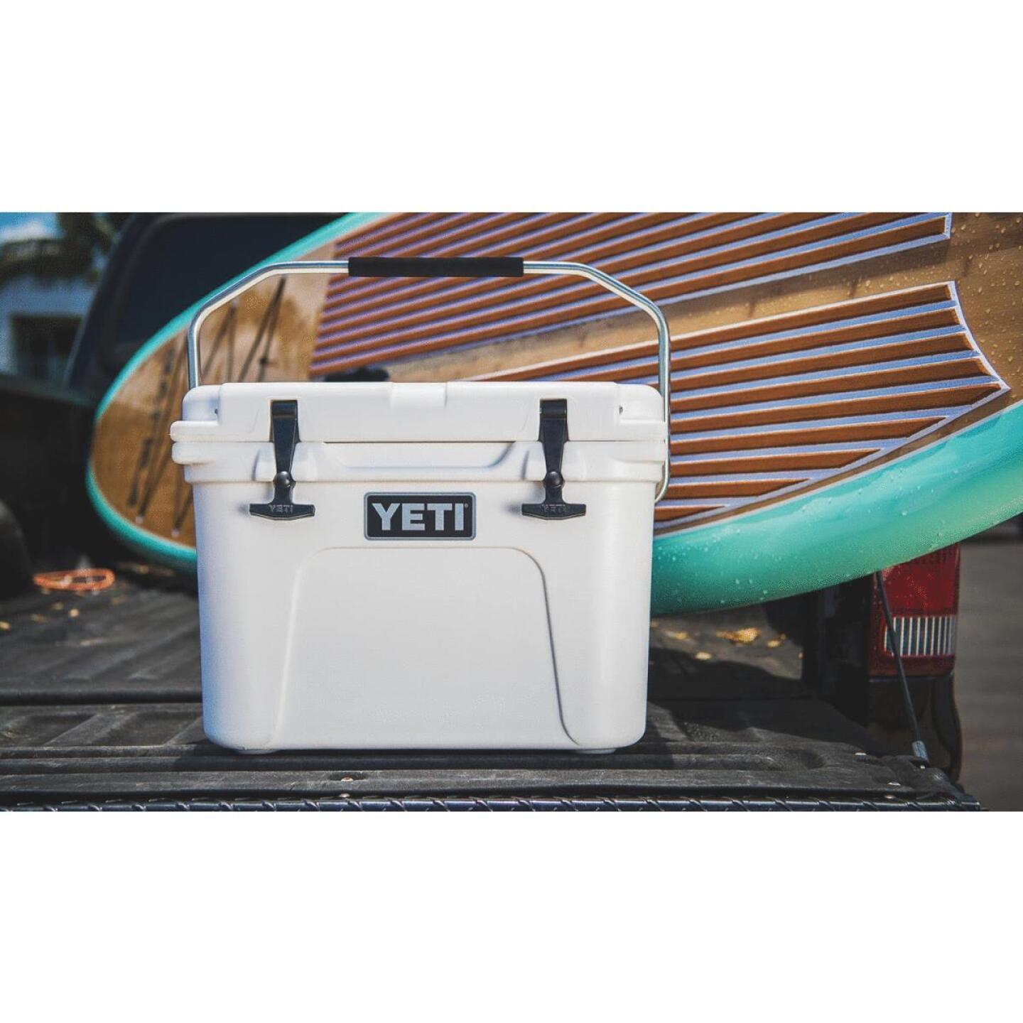 Yeti Roadie 20, 16-Can Cooler, White Image 5